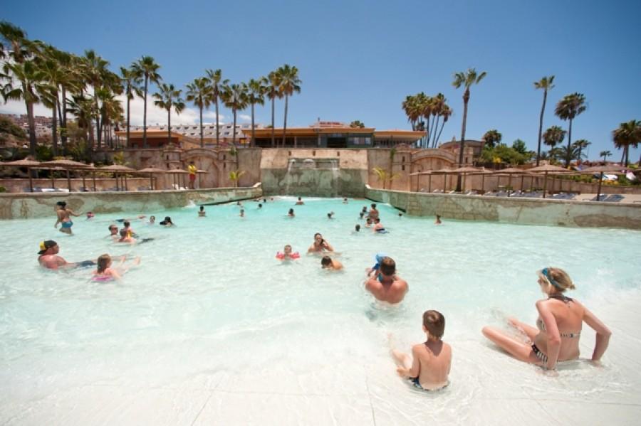 Фото детского бассейна в аквапарке Акваленд на Тенерифе