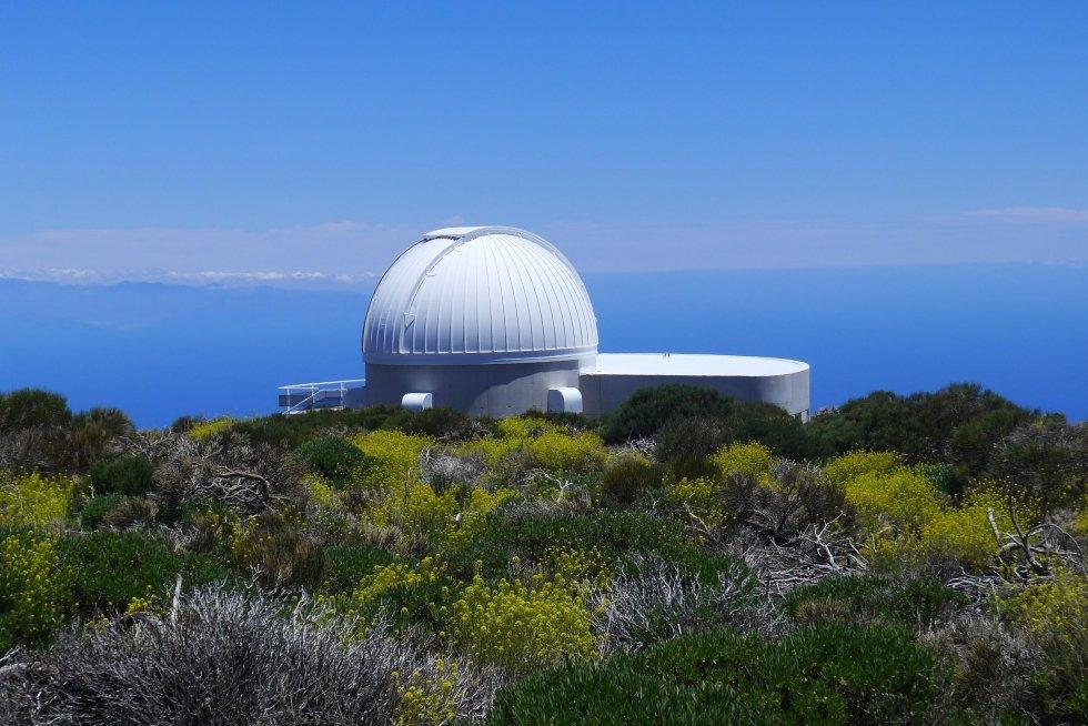 Фото телескопа на вулкане Тейде