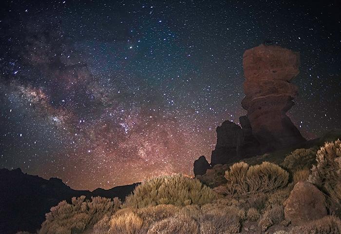 Фото звездного неба над Тенерифе (вид с вершины, обсерватория Тейде)