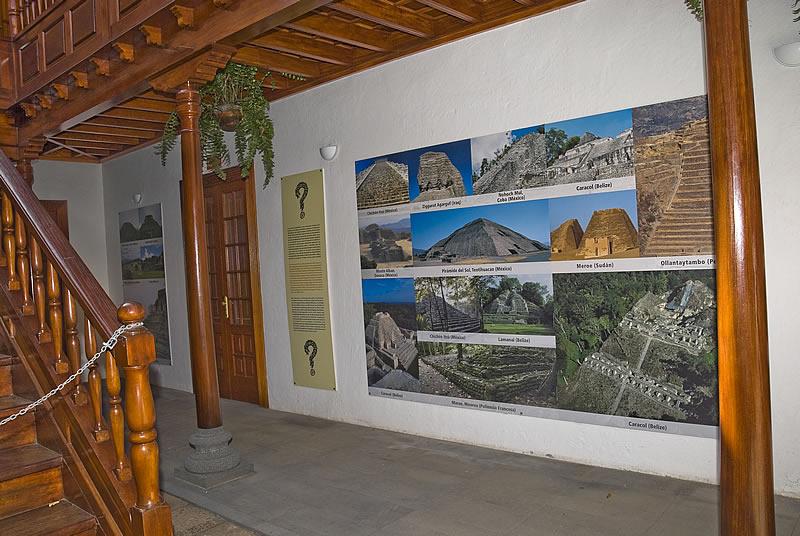 Фото с выставки пирамид Гуимар