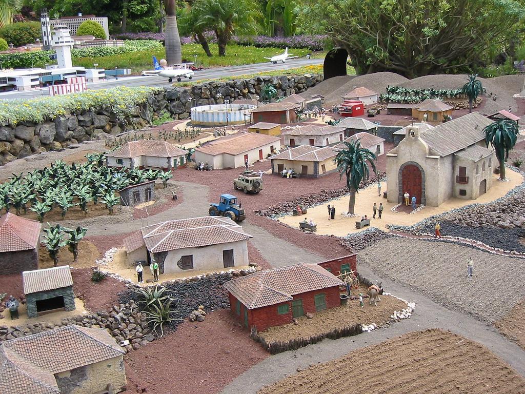 Фото деревни в Пуэбло Чико на Тенерифе